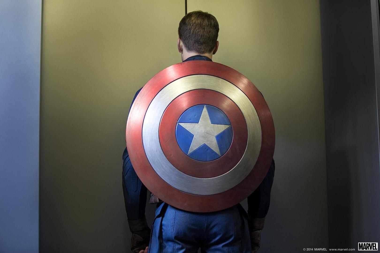 SuperheroElevator